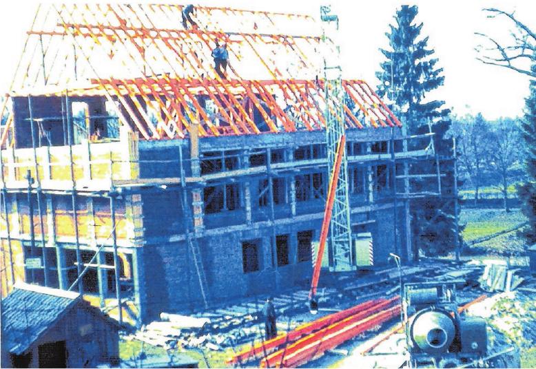 Nach der Errichtung des Gemeindehauses im Jahr 1963, kam 1992 noch ein Anbau hinzu.