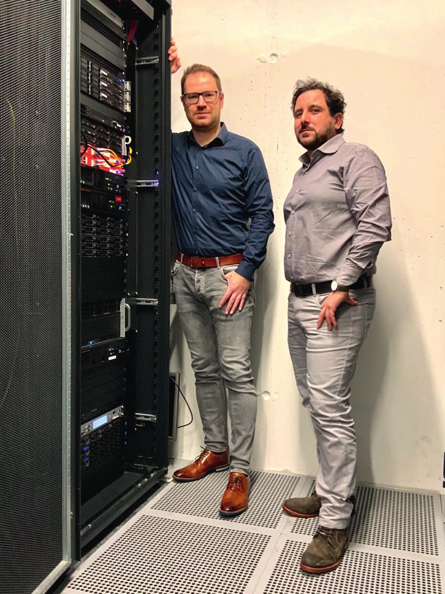 Von links: Anatoli Seliwanow, WOBCOM Abteilungsleiter Betrieb und Giovanni Coppa, WOBCOM-Systemingenieur. © WOBCOM