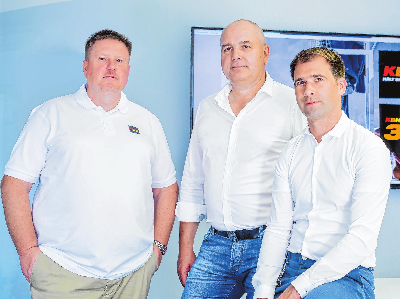 Die Geschäftsführung der KDH Energie-Versorgungstechnik GmbH: Volker Holzmann (l.) und Uwe Demmler (Mitte) sind Mitgründer des Betriebs. Stefan Kursawe ist Nachfolger von Axel Klenner, der aus Altersgründen ausgeschieden ist.