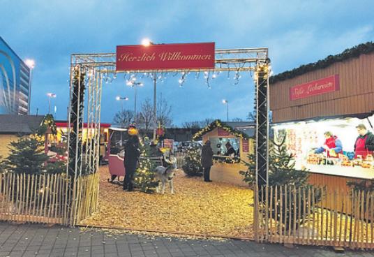 Vor Schulenburg in der Wohnmeile ist am Sonntag noch einmal Weihnachtsmarkt - sogar mit Kinderkarussell und Kunsteisbahn (beides kostenlos)