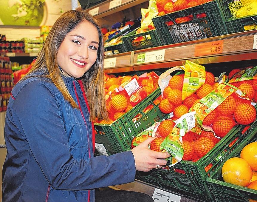 Selcan Dönmez möchte nach ihrer zweijährigen Ausbildung zur Verkäuferin noch die Einzelhandelskauffrau draufsetzen. FOTOS: PA