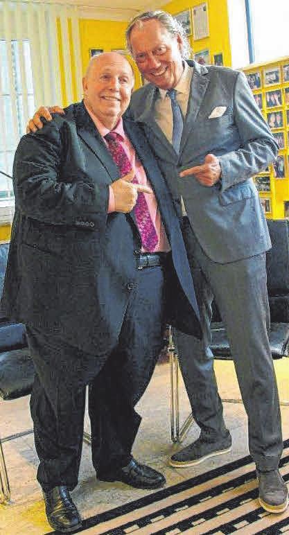 Bei Fragen zum Fußball ruft Mang gerne bei seinem Freund Reiner Calmund an, dem langjährigen Manager von Bayer Leverkusen.