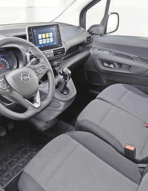 """Im auf die Nutzfahrzeugvariante Opel Combo Cargo zugeschnittenen INNOVATIONS-Paket """"Opel 2020""""ist eine praktische Beifahrer-Doppelsitzbank an Bord."""