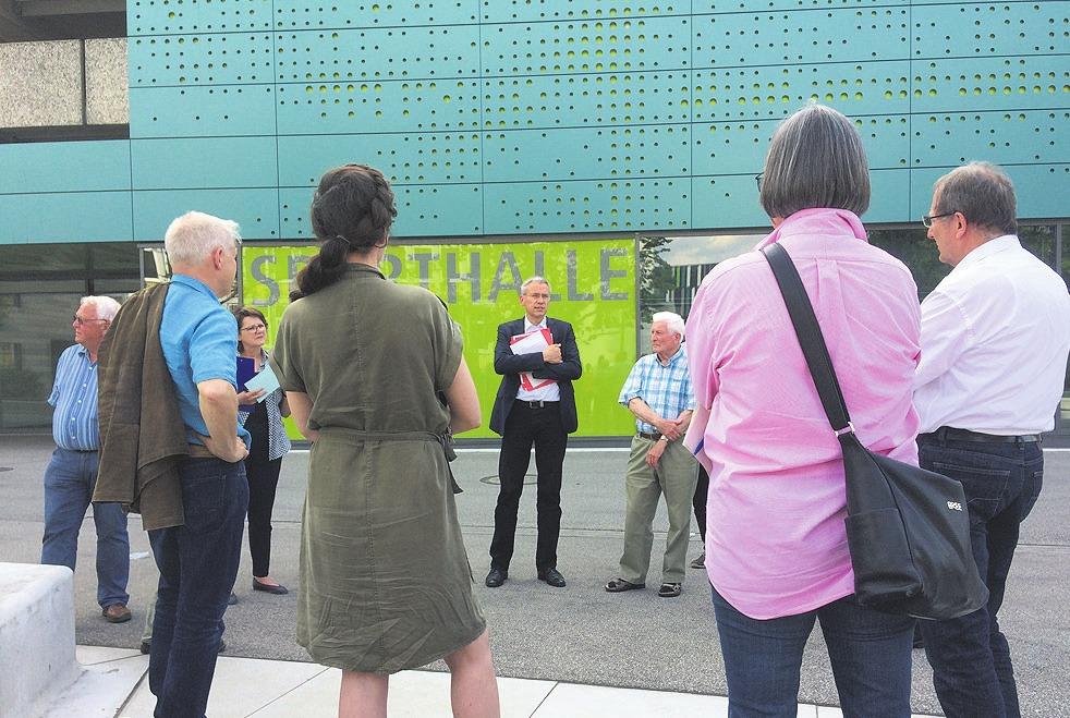 Die Stadtspaziergänge mit Stadtbaurat Kai-Uwe Hirschheide und Gästen werden auch 2019 fortgesetzt. Foto: Stadt Wolfsburg