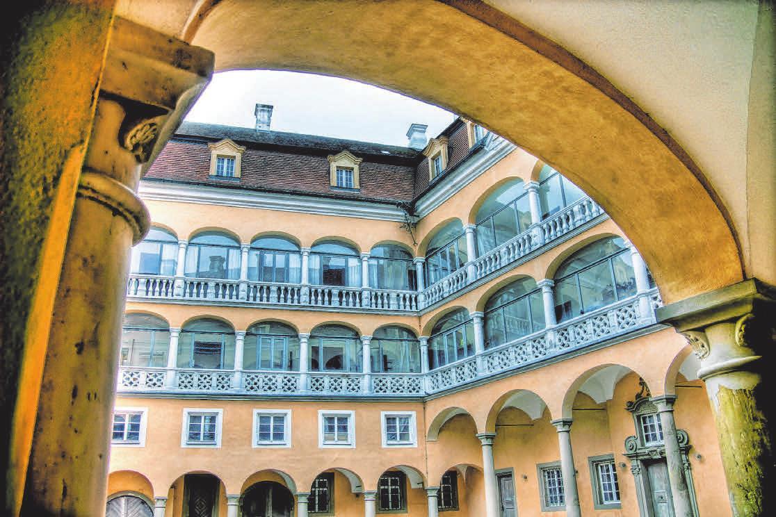 Der wunderschöne Arkaden-Innenhof des Ellwanger Schlosses. Von hier kommt man auch ins Schlossmuseum. FOTOS: HAFICaption