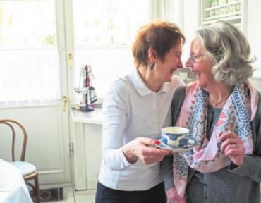 Vera Hambach (rechts), die Mutter von Angela Lehnert, mit Ina aus Litauen.Foto: privat