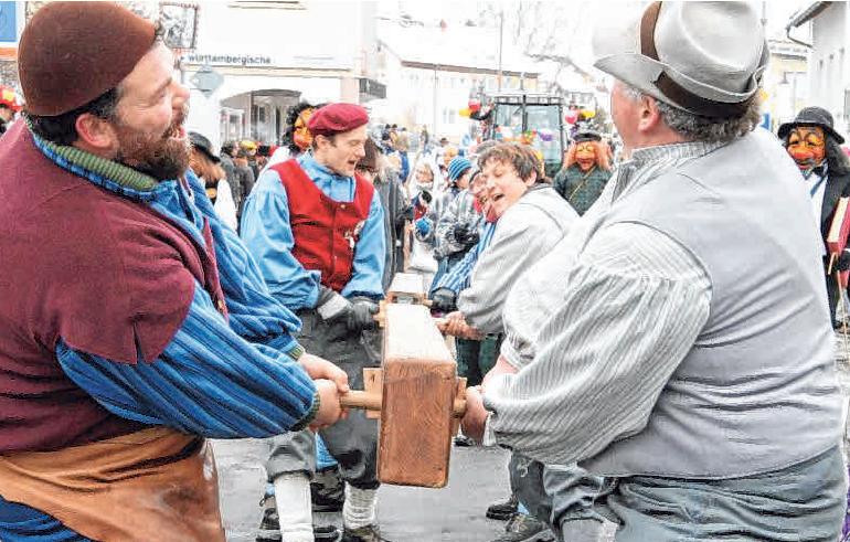 Balka – Strecker! Die Laizer Balkenstrecker gehören der Bruderschaft seit 1993 an. FOTO: PR