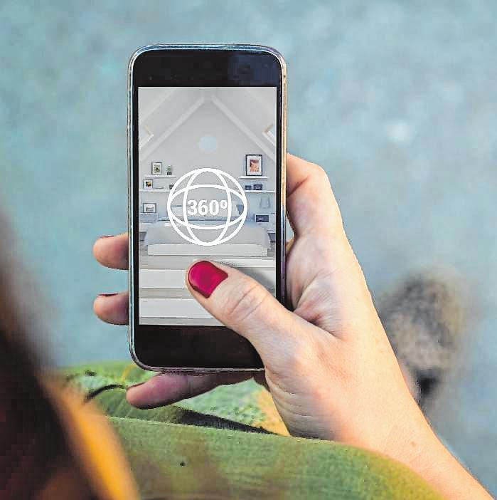 Die virtuellen Rundgänge können auch auf dem Smartphone unternommen werden. BILD: STOCK.ADOBE.COM - GEORGEJMCLITTLE