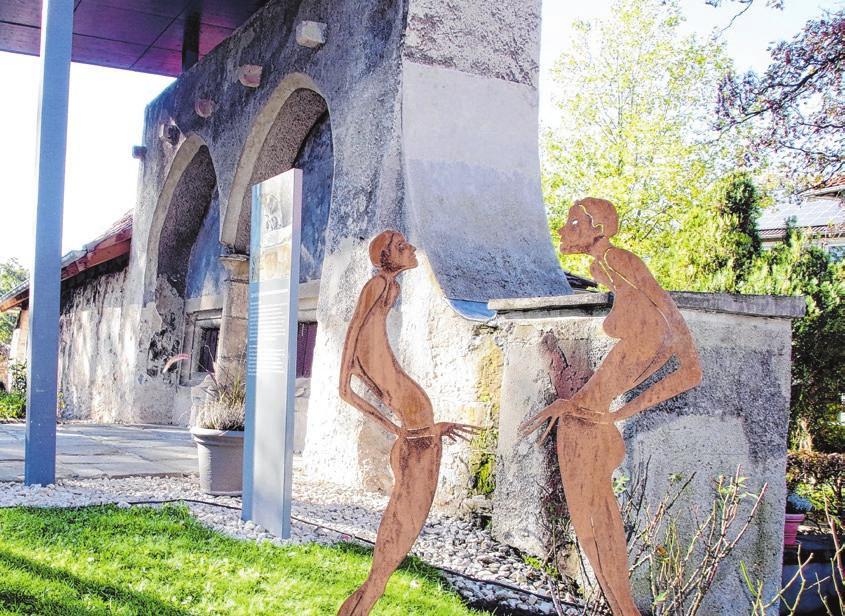 Kunst trifft in Pfullingen auf Historie – wie etwa die Skulptur vor dem Sprechgitter des früheren Klarissenklosters.