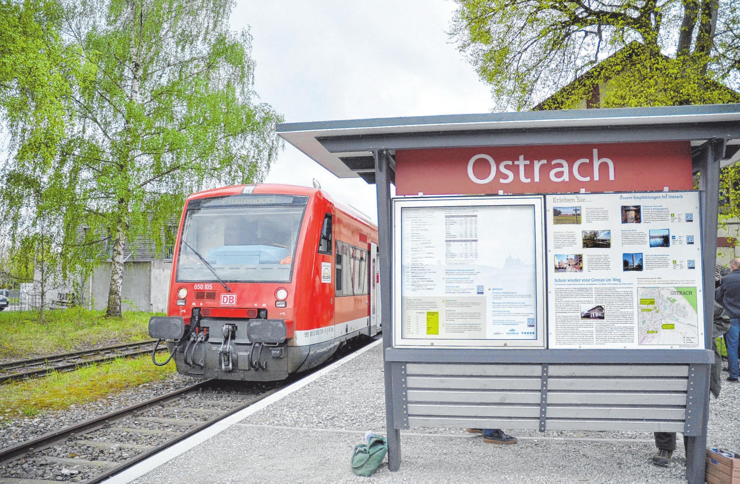 Kleiner Tipp für einen Familienausflig: Auch die Räuberbahn fährt zum Ostracher Advent. FOTO: JULIA FREYDA