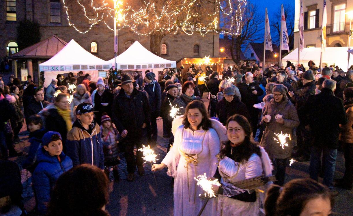 Mit dem Weihnachtsbummel stimmten Güglinger Vereine auf den Advent ein. Foto: Archiv/Baumann