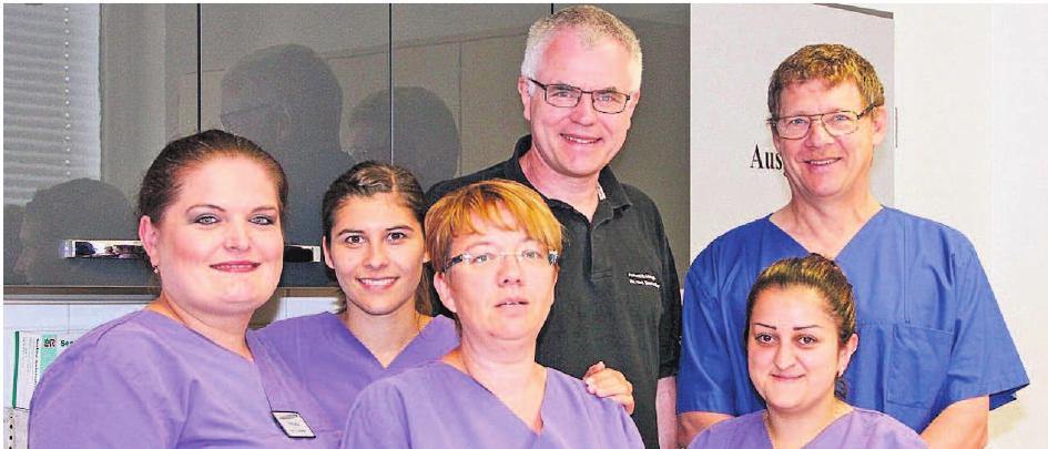 Sie versorgen die Patienten medizinisch im Ärztehaus in der Nansenstraße in Marktredwitz und auch in Wunsiedel: Dr. Thomas Beer und Dr. Bernd Lowies (von links) mit ihrem Team. Fotos: PR