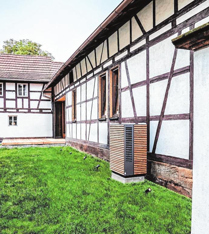 Auch für den Einbau in historische Gebäude kann eine Wärmepumpe die richtige Wahl sein, denn sie lässt sich auch gemeinsam mit bestehenden Heizkörpern nutzen.
