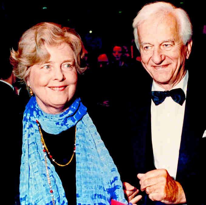 1998 Von 1984 bis 1994 hatte Richard von Weizsäcker das Amt des Bundespräsidenten inne. Seine Ehefrau Marianne engagierte sich bereits ab 1988 als Kuratoriumsmitglied der AIDS-Stiftung im Kampf gegen die Krankheit. KRANICHPHOTO
