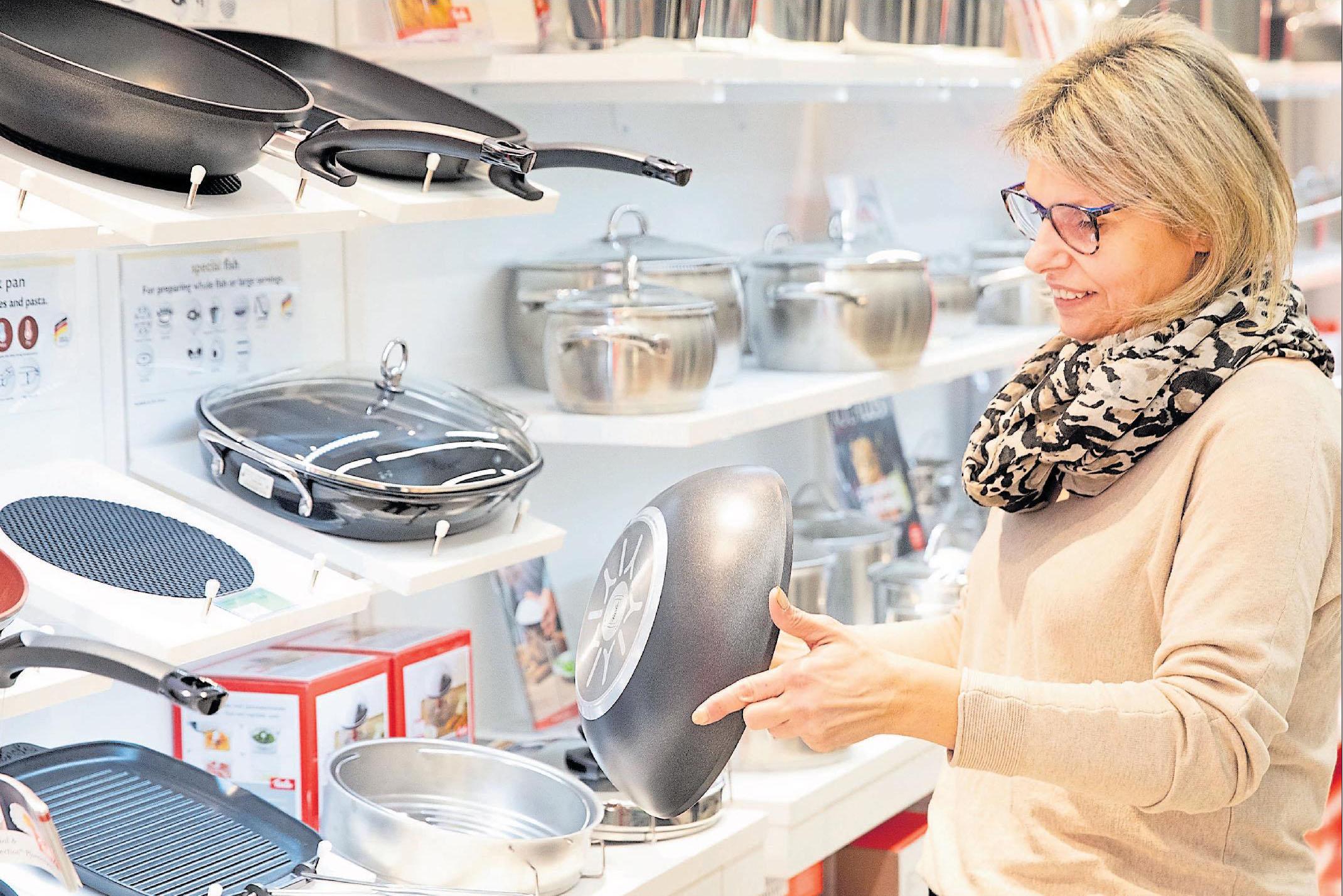 Ein Großteil der aktuellen Pfannen und Töpfe der Marke Fissler ist für den Einsatz auf einem Induktionsherd geeignet und zeichnen sich durch intelligente Lösungen, etwa im Bereich der Kochtöpfe, als auch durch ansprechendes Design aus.