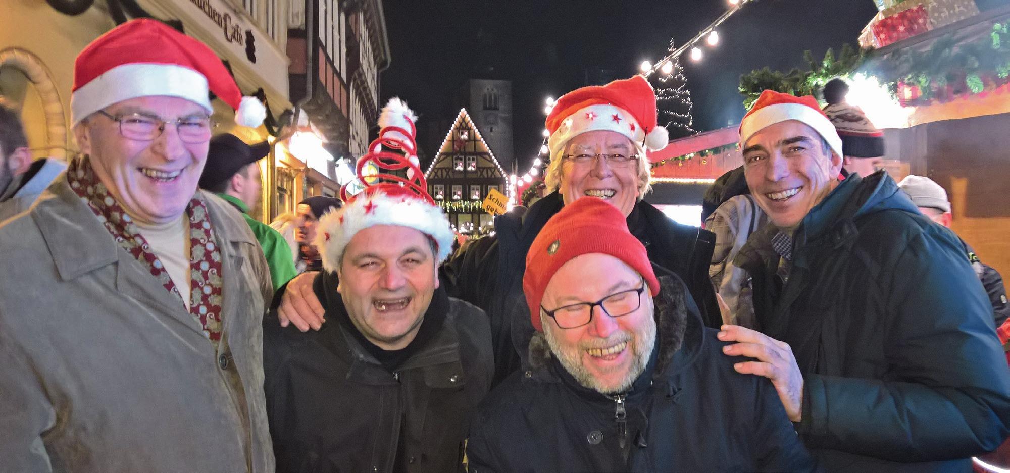 Die Weihnachtsmänner der Schießabteilung: Jörg Dittbrenner, Stefan Kunst, Thomas Bierschwale, Horst Bockemüller und Werner Mix.