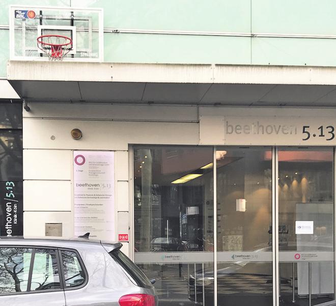 Der Eingang der BBL-Zentrale auf der Beethovenstraße. Foto: Büge