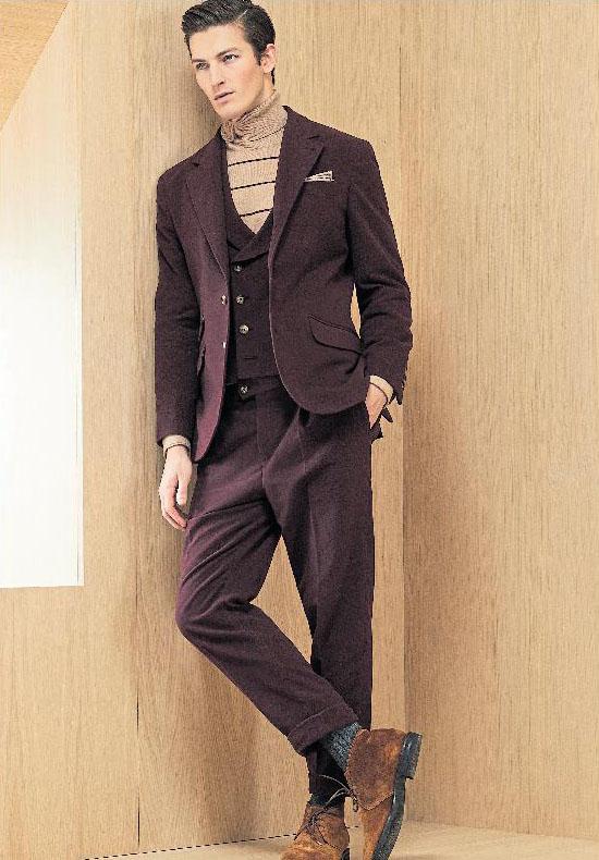 Brunello Cucinelli kombiniert den Rollkragenpullover zu einem Anzug in Dunkelrot. Foto: Brunello Cucinelli/dpa-tmn