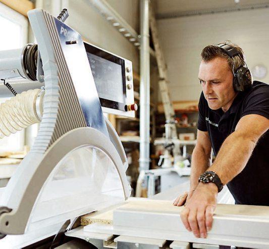 Schreinerhandwerk nach Maß mit Einsatz von hochmoderner Technologie zeichnet das Team von Creativ Möbel Hempel aus.