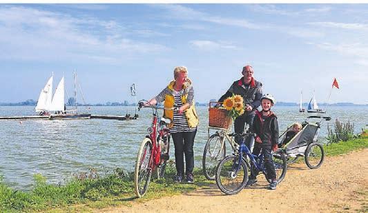 Radfahren mit der ganzen Familie. Foto: DWL/Manfred Sudhölter