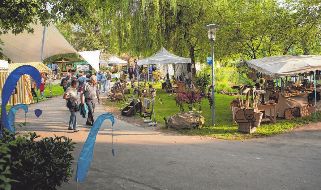 Leinen- und Kunsthandwerk im Kurpark. FOTO: ERNST FESSELER