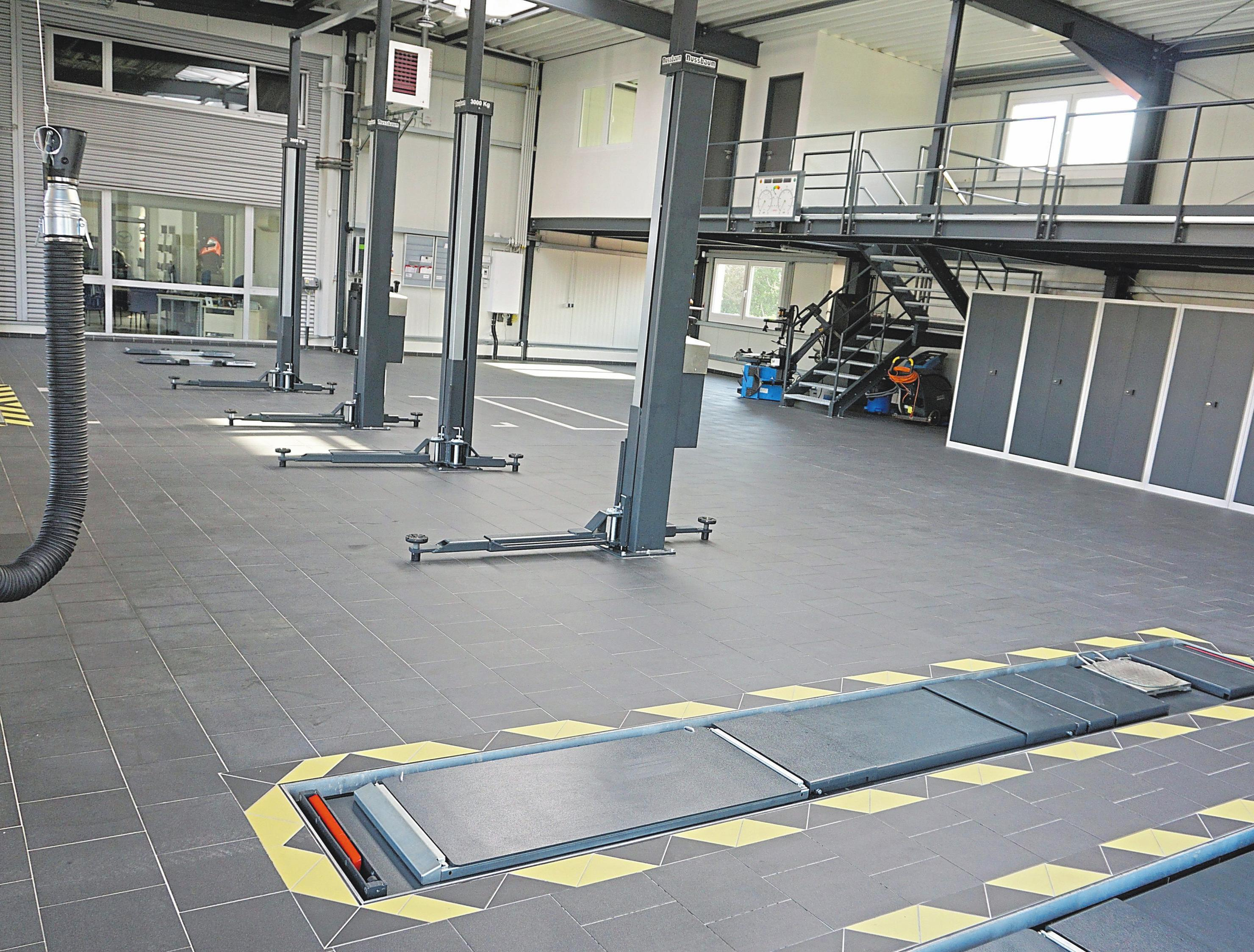 Und es gibt noch mehr Grund zur Freude: Der Neubau der topp ausgestatteten Werkstatt ist fertiggestellt und wird eingeweiht.