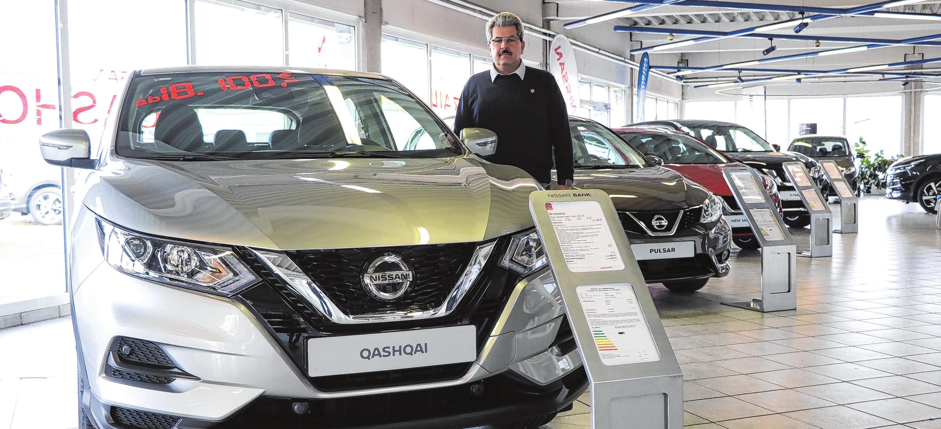 Maik Hronik steht beim Tag der offenen Tür gern Rede und Antwort zu allen Nissan-Neu-, Gebraucht- und Jahreswagen. Foto: Anne Bennewitz