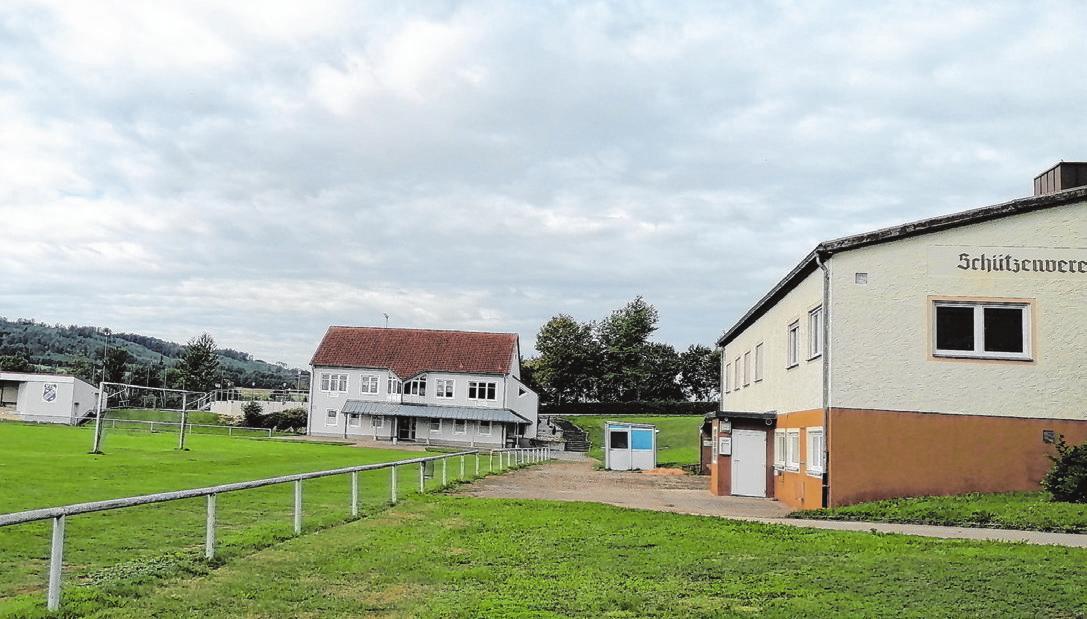 Auf dem Sportgelände finden die Kirchweihheimspiele und der Gottesdienst statt.