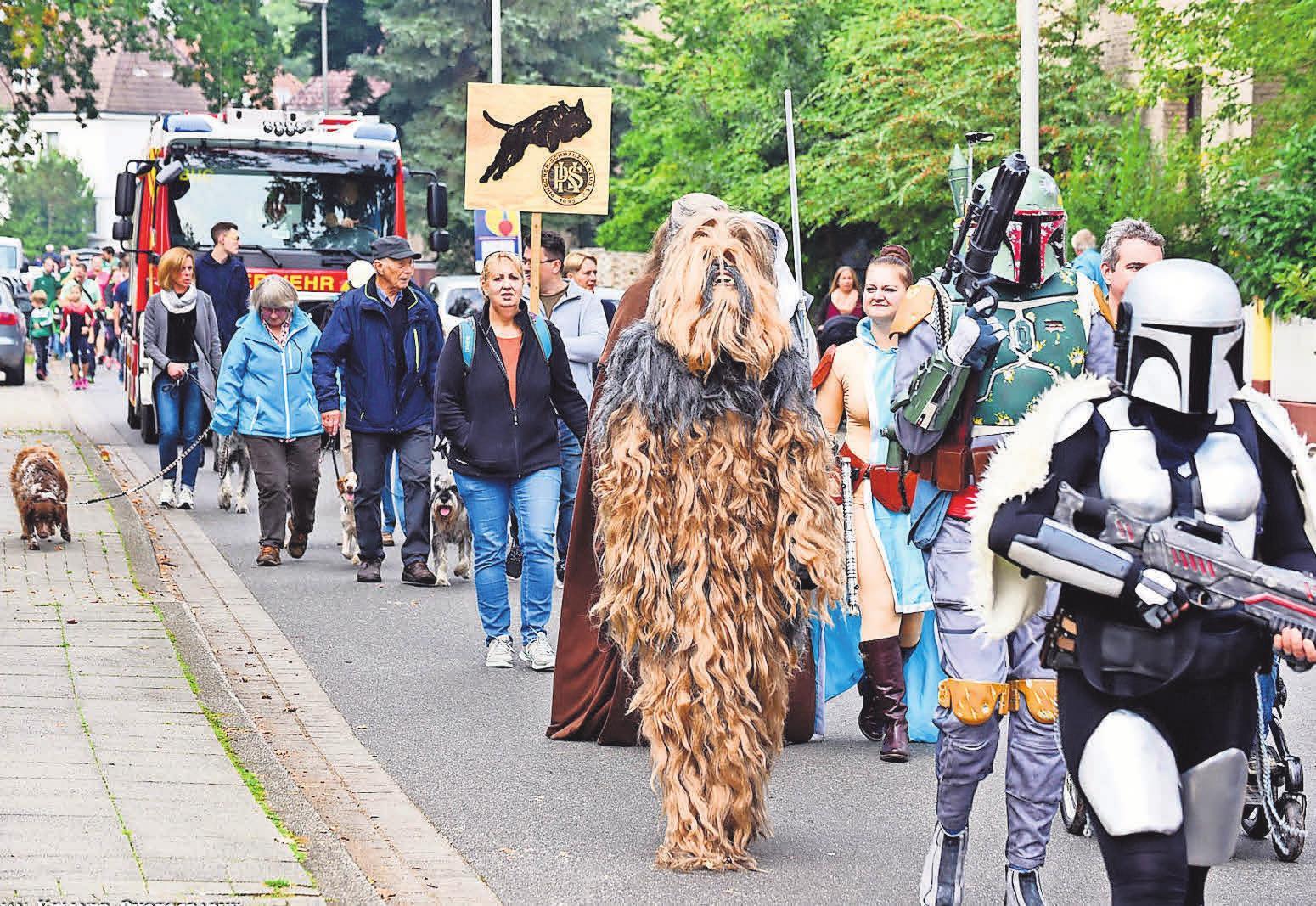 Mit dem großen Festumzug startet der Stadtteil in ein turbulentes Wochenende.