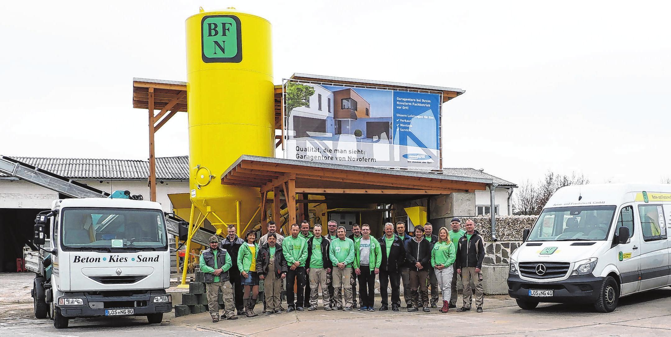 Als kompetente, freundliche und pünktliche Truppe wird das Team der Neuzeller Beton- und Fensterwerke GmbH von Kunden gelobt. Fotos: Anne Bennewitz