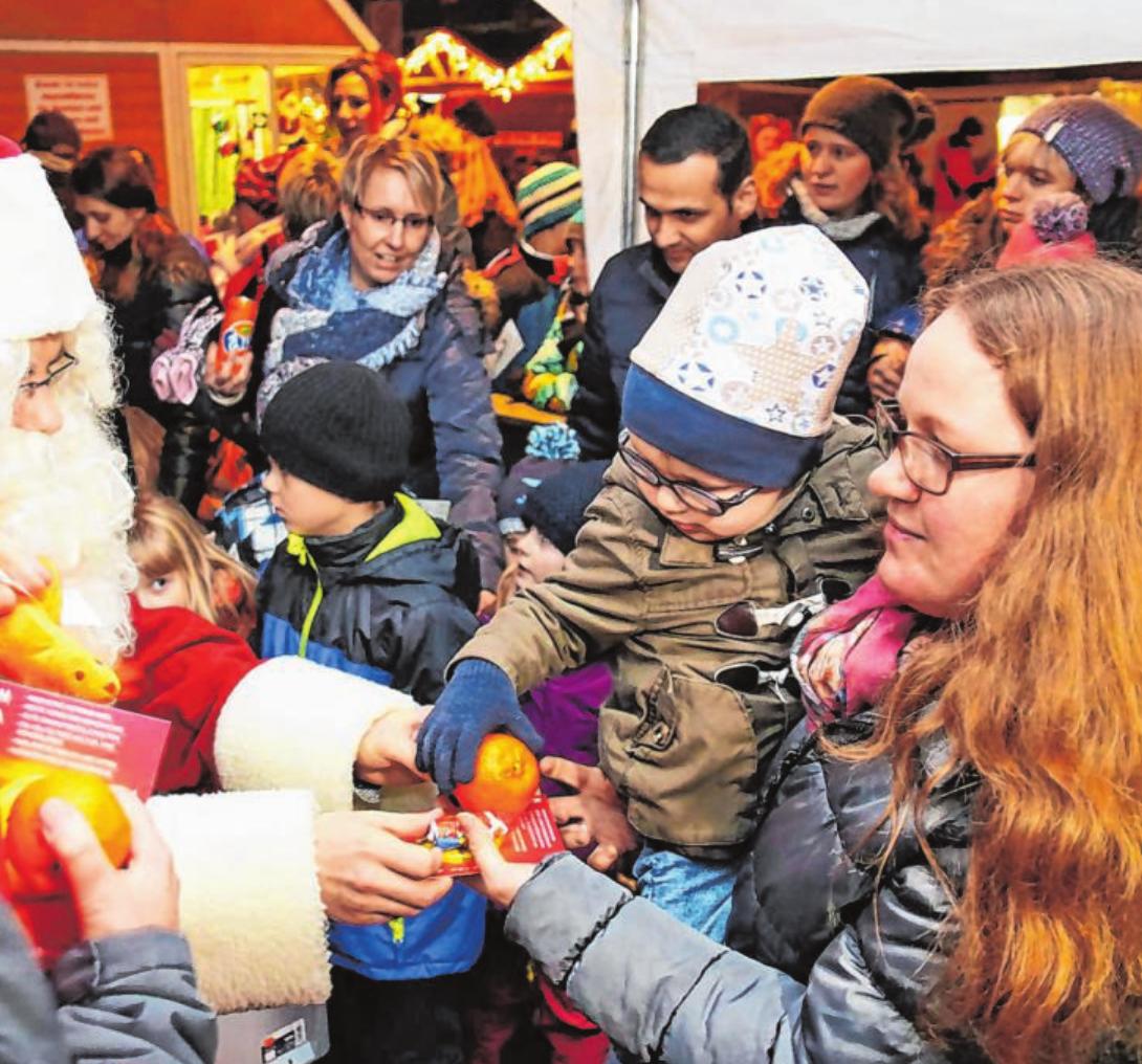 Der Nikolaus wird am 6. Dezember auch in Haiger einen Zwischenstopp einlegen. Erwartet wird er gegen 16.30 Uhr. Archivfotos: Veranstalter