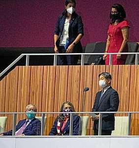 Kaiser Naruhito (r.) erklärt die Spiele für eröffnet. FOTO: DPA