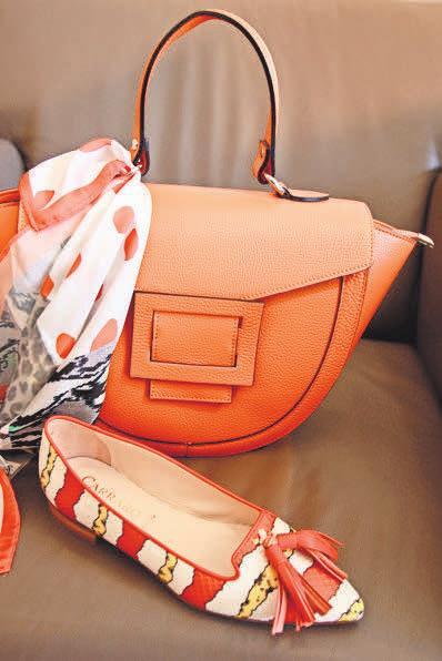 Als echter Tausendsassa passt die Trendfarbe Orange zu fast allen anderen sommerlichen Farbtönen.