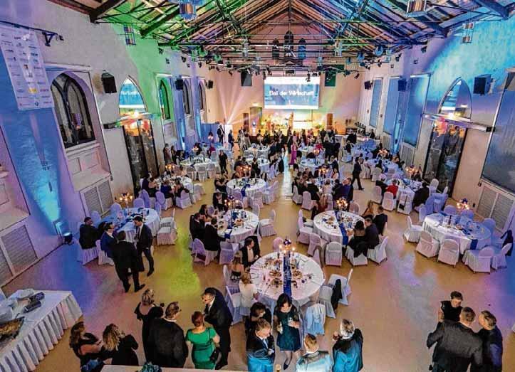 Oben rechts: 170 Festgäste waren zum Ball der Wirtschaft in den Fürstlichen Marstall geladen. Der Wirtschafts Club Wernigerode feierte dort gemeinsam mit den Wirtschaftsjunioren Harzkreis und geladenen Festgästen sein 25-jähriges Bestehen. Fotos: Frank Drechsler