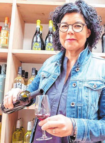 """Sie weiß, was schmeckt: Die neue Inhaberin Annedore Cronrath freut sich darauf, ihre Kunden im """"Gut & Gerne"""" kulinarisch zu verwöhnen. Fotos: hema"""
