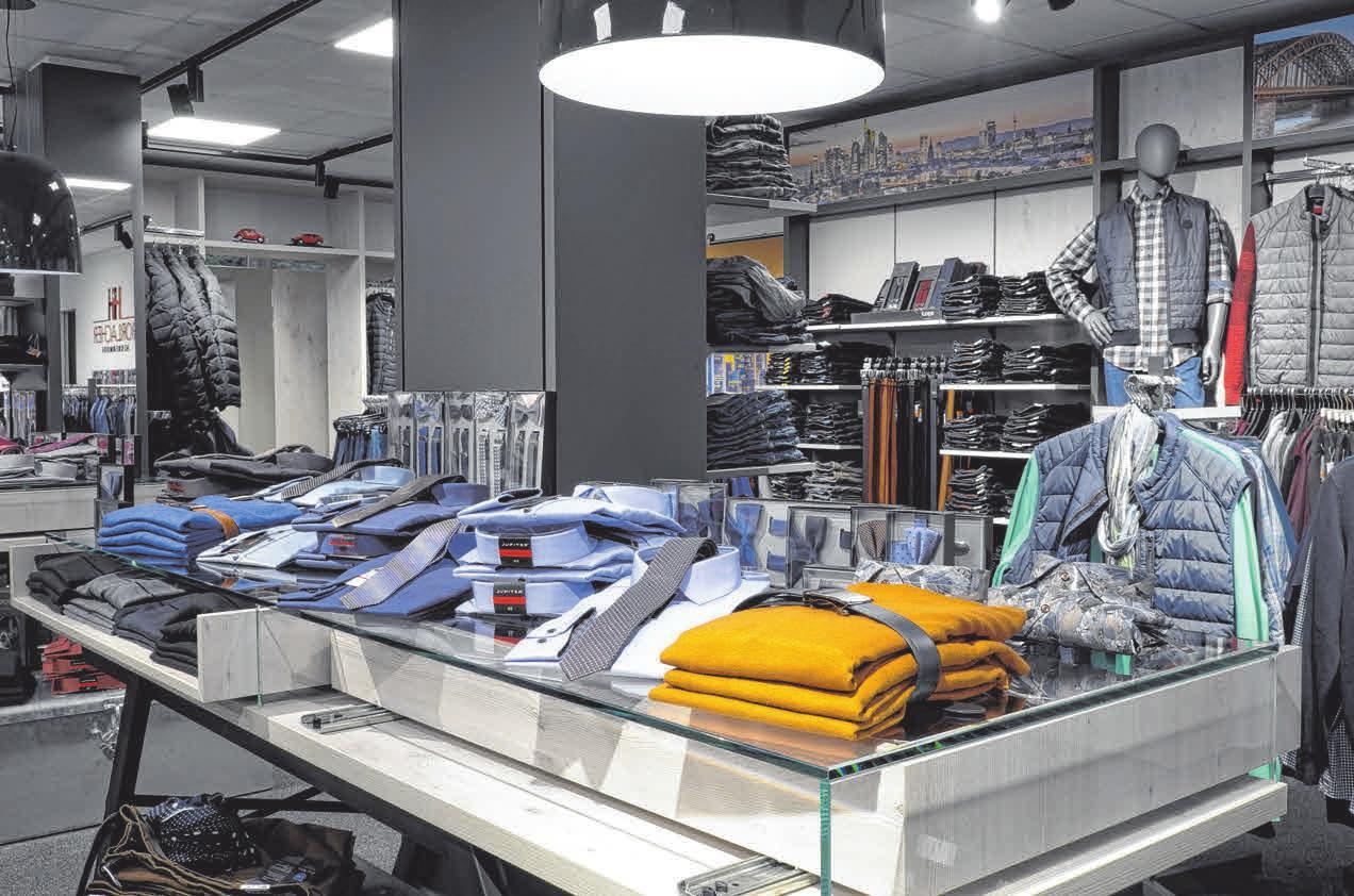 Wer Hemden benötigt, kann bei der speziellen Aktion von Horlacher Herrenmode sparen.Fotos: ms/oh