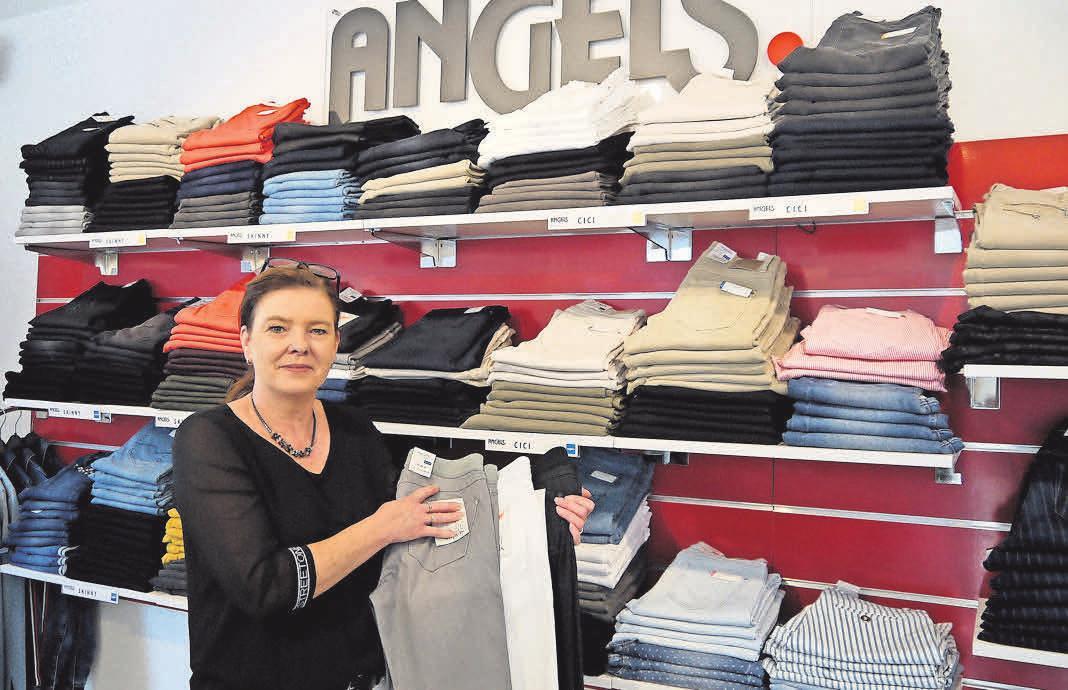 """""""Flexibel: Die neuen One-Size Jeans gehören bei Ilona Niemann zu den Kundenlieblingen."""" Foto: Witzig"""