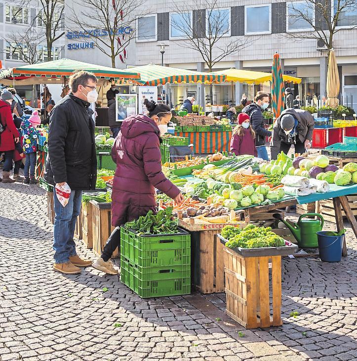 Die Wochenmarktbeschicker warten weiterhin mit frischen Produkten aus der Region auf. Foto: Rüdiger Dunker