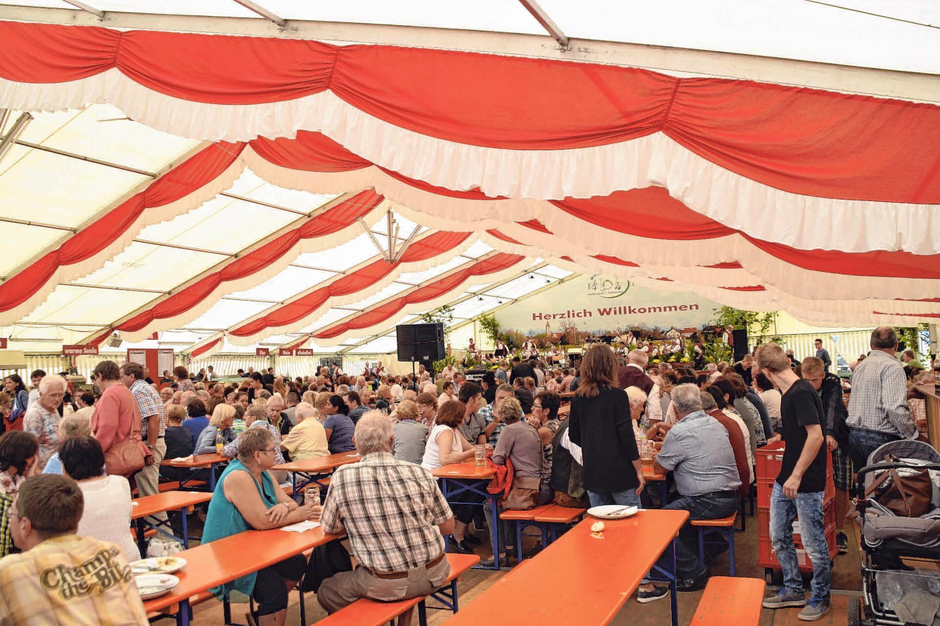 Im Festzelt in Dettingen lässt es sich gut feiern FOTO: PRIVAT