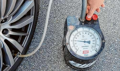 Dekra-Experten empfehlen Autofahrern, beim Reifenfülldruck den Vorgaben von Fahrzeug- und Reifenherstellern zu folgen Foto: Dekra