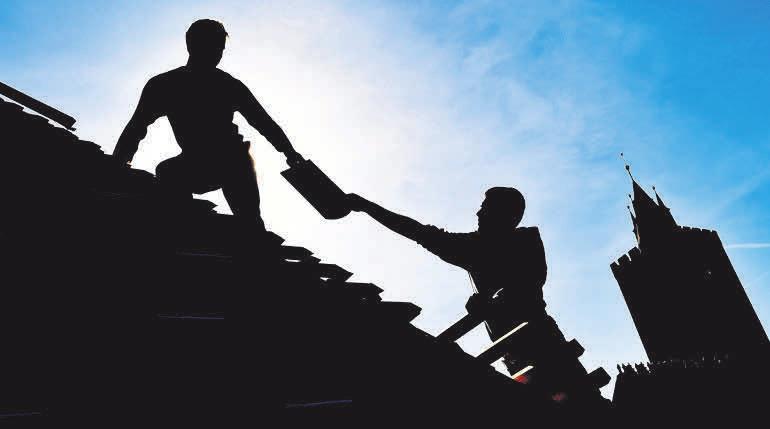 Gerade im Bau- und Holzgewerbe steigt das Risiko der Berufsunfähigkeit im Alter. FOTO: DPA