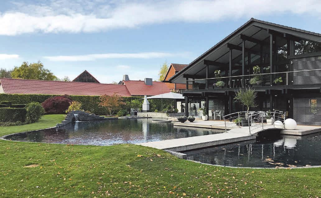 So schön kann ein Gartenteich aussehen, wenn er von den Experten der Teich- & Gartenwelt Zickert angelegt wurde.