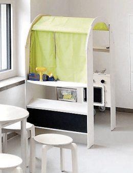 Viel Platz, kindgerechte Möbel und Spielgeräte, tiefe Fenster und warme, natürliche Farben schaffen eine gute Voraussetzung dafür,, dass sich die Kids wohlfühlen werden. Bis zum Einzug im Juni ist auch der Garten bereit für den fröhlichen Ansturm. Bilder: Uhland2