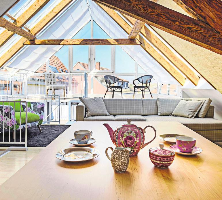 Ungenutzte Dachgeschosse lassen sich häufig in wertvollen, attraktiven Wohnraum verwandeln. Foto: z/djd/Gesamtverband Deutscher Holzhandel/Himmelswiese/stock.adobe.com