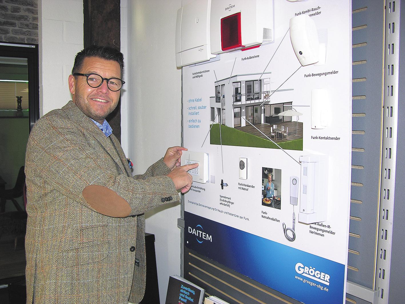 Frank Gröger weiß, wie sich die eigenen vier Wände effektiv vor Einbrechern schützen lassen – zum Beispiel mit Funk-Alarmsystemen. FOTO: HB