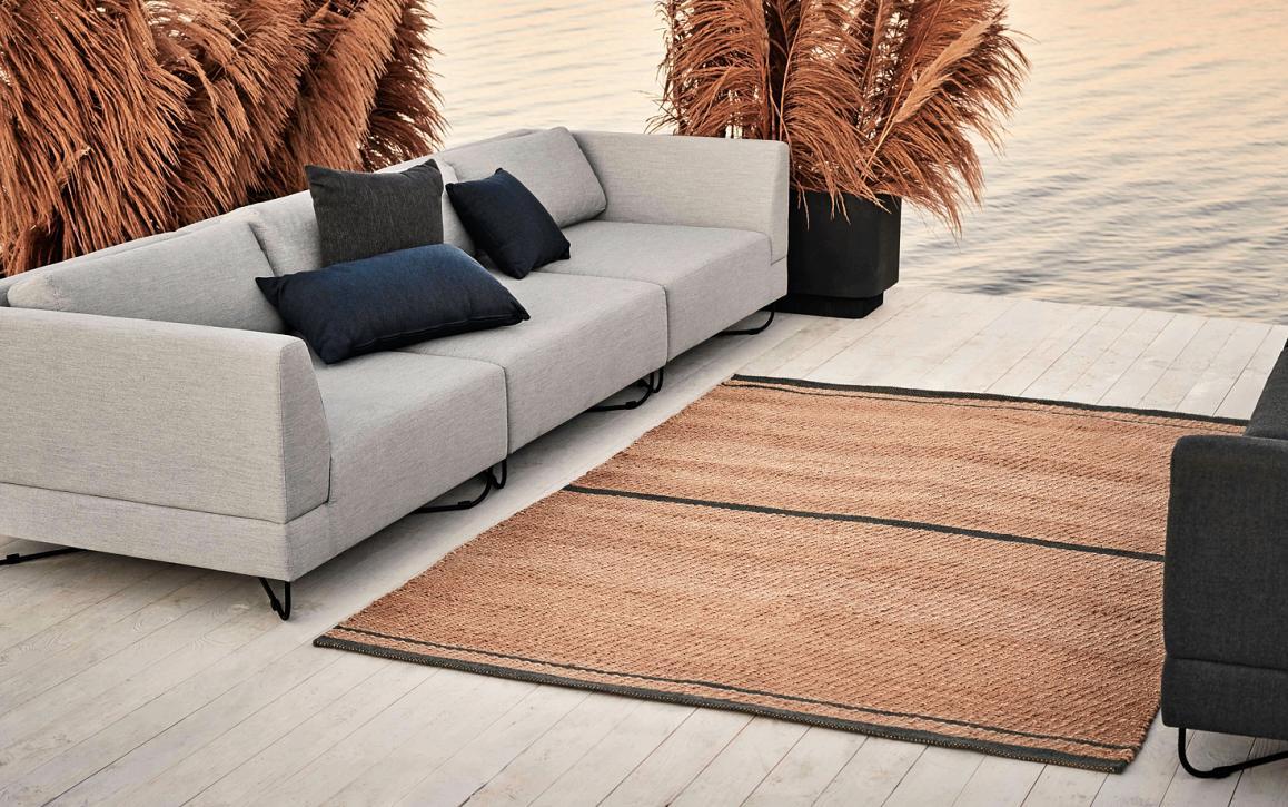 """Edle Outdoorsofas haben nichts mehr mit Gartenmöbeln gemeinsam. Hier das Beispiel """"Orlando"""" des Herstellers Bolia. FOTO: BOLIA"""