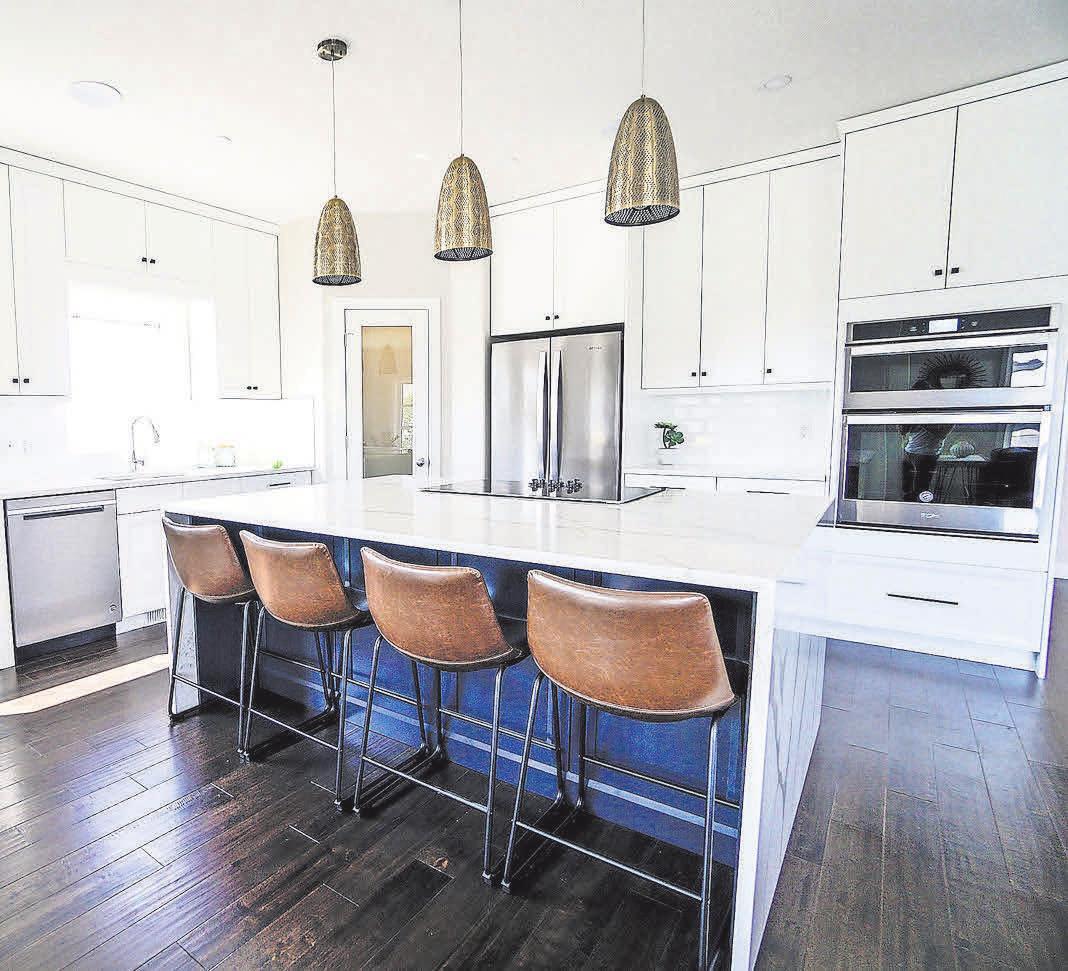 Besonders für moderne und große Küchen sind hohe Küchenschränke gut geeignet. Foto: Pixabay
