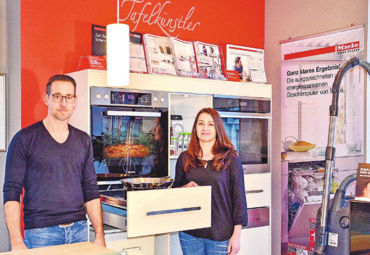 Heiko Petersen und Jana Kretschmer: Service im Kundendienst und im Geschäft in Gieboldehausen. FOTO: HARTWIG