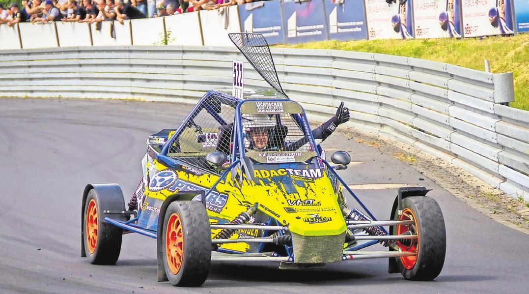 Lokalmatador Steven Laubach mit seinem Corss-Buggy 1600 bei einer seiner Siegesfahrten auf dem Gründautalring, mit neuem Motor hofft das MSC-Vorstandsmitglied wieder ganz oben auf dem Siegerpotest zu stehen.