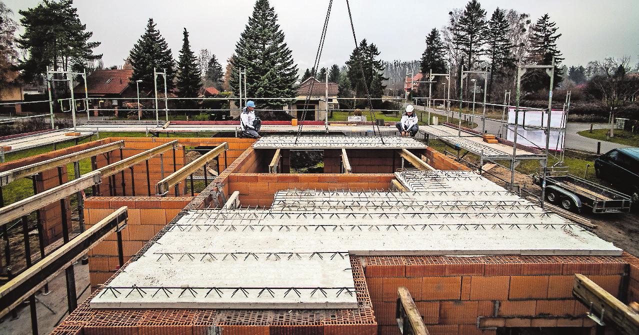 Viele moderne Baustoffe lassen sich bei Temperaturen bis zu fünf Grad plus noch gut verarbeiten, darunter kann es zu Schäden kommen.FOTO: BAUHERREN-SCHUTZBUND E.V.